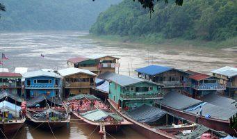 embarcations sur le fleuve Mékong