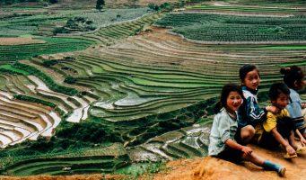 enfants vietnamiens et rizières
